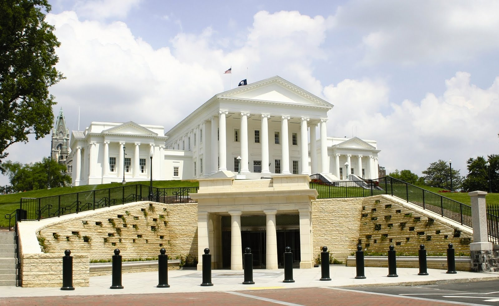 Overview Of The Virginia State Capitol Building