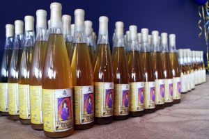 Black Heath sells two bottle sizes and two types of mead.
