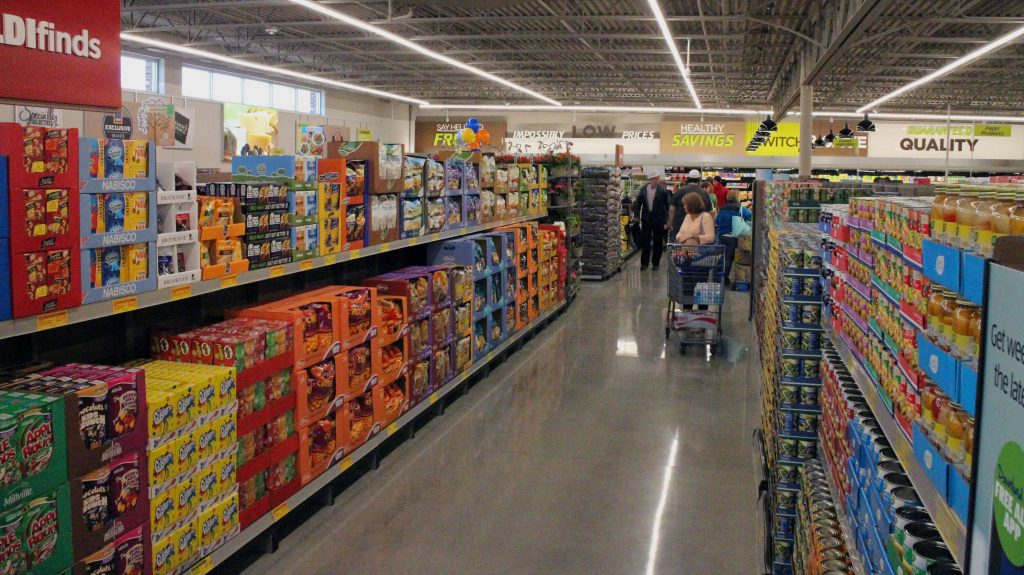 The first shoppers browse the shelves of the new Parham Road Aldi. Photos by Katie Demeria.