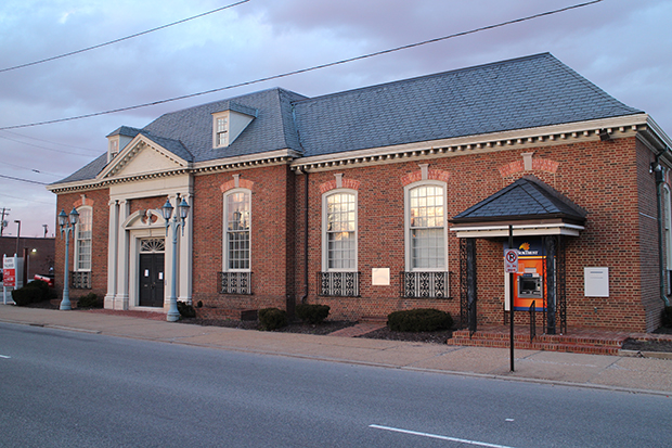 The former SunTrust branch has sat vacant since last summer. Photos by Michael Thompson.