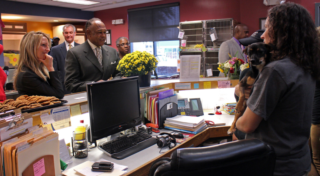 RACC director Christie Chipps Peters and Mayor Dwight Jones talk with staff members. Photos by Evelyn Rupert.